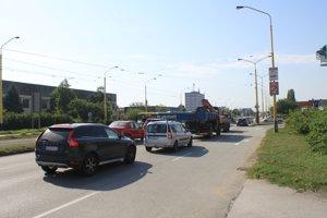 Možné problémy. Keďže náhradná doprava stále zachádza ku Freshu, na križovatke môže spôsobovať kolóny.