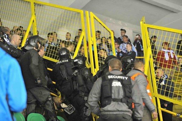 """Niektorí žilinskí """"fanúšikovia"""" narobili v uplynulej sezóne veľa problémov."""
