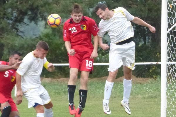 Zo zápasu 1. kola Majstrovstiev oblasti Senica Cerová - Šaštín.