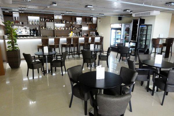 Caffe Platan je zariadená luxusne.