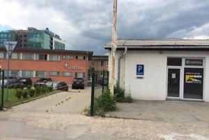 """Dunajská 10. Sídlo firmy je len formálne, """"kamenné"""" začnú pôsobiť v Košiciach od apríla budúceho roka v novom závode."""