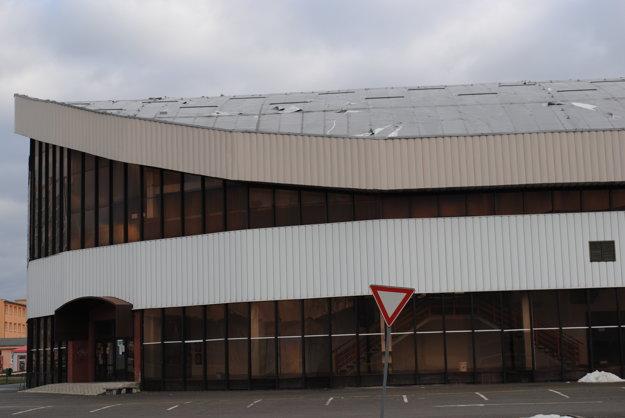 Zimný štadión. Na opravu strechy a osvetlenie išlo vyše 488 000 eur.