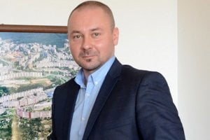 PETER DEREVJANIK, prednosta miestneho úradu MČ Dargovských hrdinov.