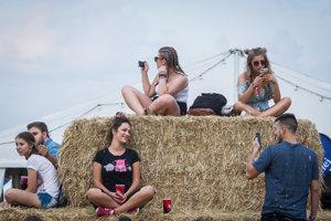 Návštevníci v prestávkach medzi vystúpeniami nezabúdali ani na sociálne siete.