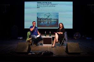Diskusia denníka SME, sprava šéfredaktorka denníka SME Beáta Balogová a zástupca šéfredaktorky Jakub Filo.