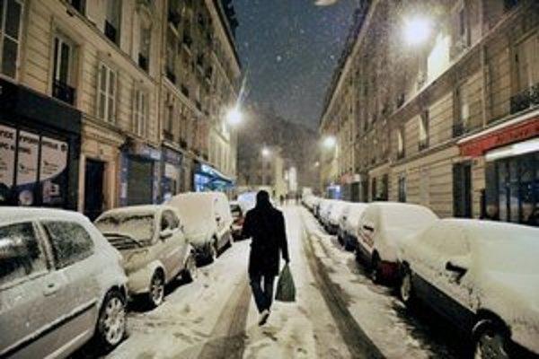 Zasnežený Paríž.