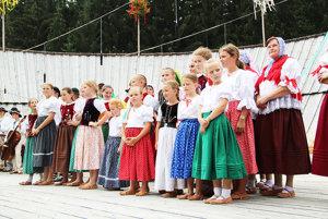 Aj tento ročník už tradične otvárali domáci Zuberčania.