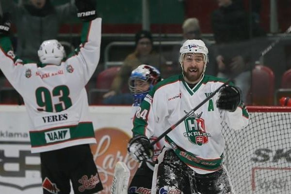 Ľubo Škápik a jeho radosť po postupe do finále 1. ligy.