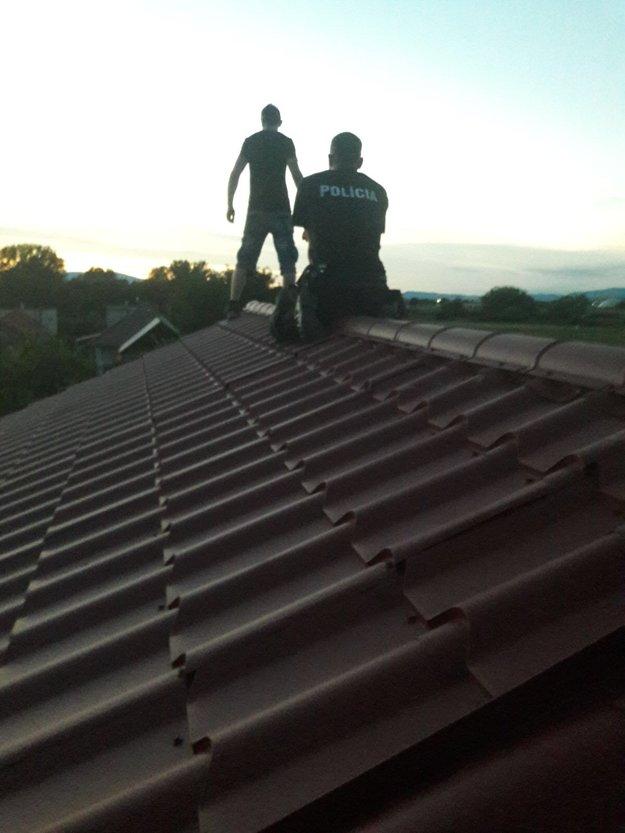 Dráma na streche.