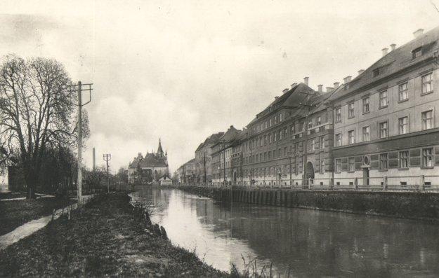 Pohľad na Mlynský náhon a Rašínovu ulicu.