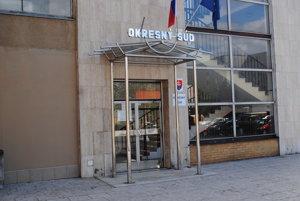 Humenský okresný súd mal vo štvrtok pojednávať vo veci exstarostky Lukačoviec.