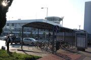 Parkovací dom pre bicykle by mal byť umiestnený v týchto miestach.