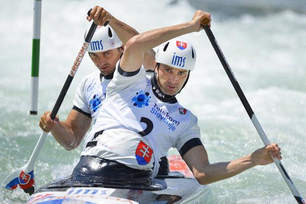 Olympijskí víťazi Ladislav (vpredu) a Peter Škantárovci boli ocenení za minulý rok.