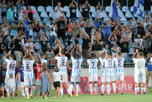 Hráči FC Nitra ďakujú fanúšikom.