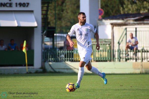 Odchovanec FKM Štefan Piskla sa objavil v zápase proti Dubnici v základnej jedenástke Petra Léranta.
