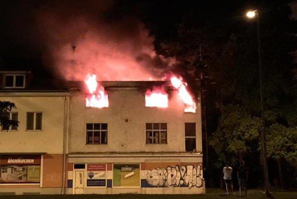 V plameňoch skončila opustená budova.