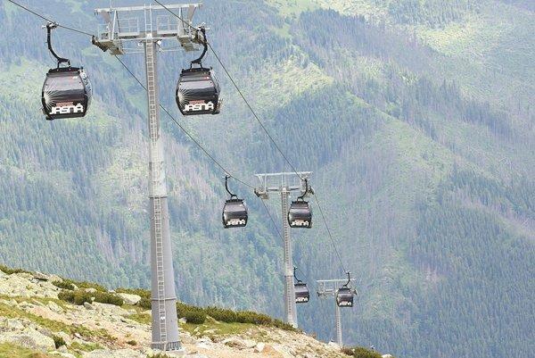 Údolná stanica funitelu sa spojí s vrcholovou stanicou novoplánovanej lanovky.
