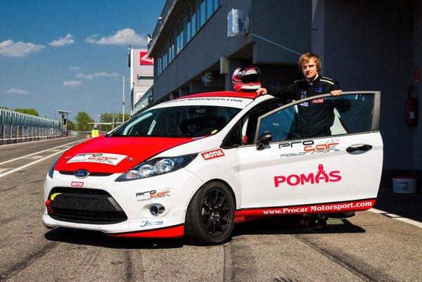 Martin Hlavna jazdí na prenajatom Forde Fiesta.
