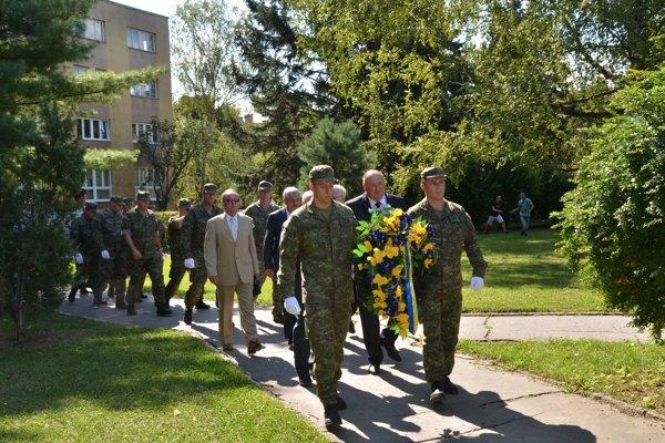 Pietneho aktu sa zúčastnili predstavitelia mesta Rožňava, ako iArmády SR.