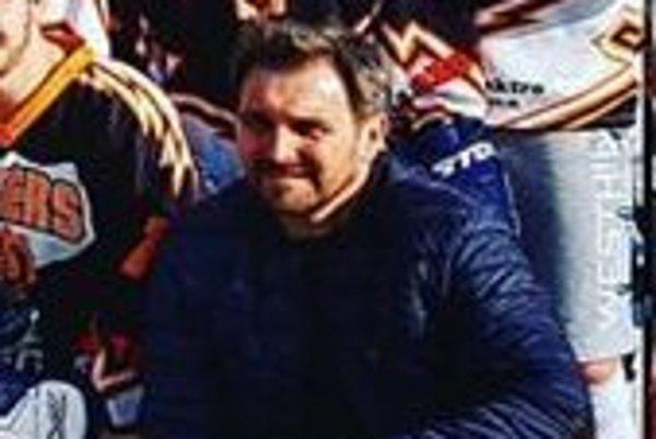 Člen vedenia Novozámockého hokejbalového klubu Róbert Vaďovský