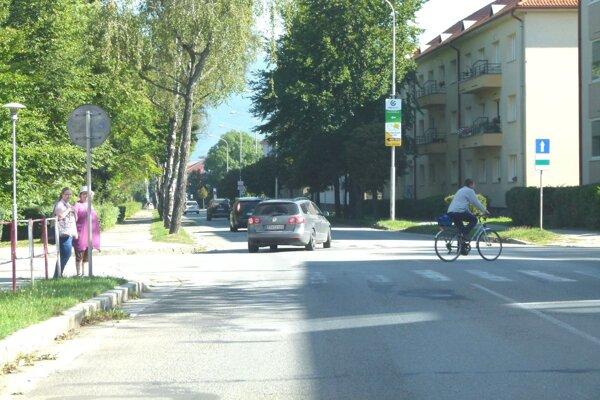 Priechody na Hviezdoslavovej ulici sú stále neopravené.