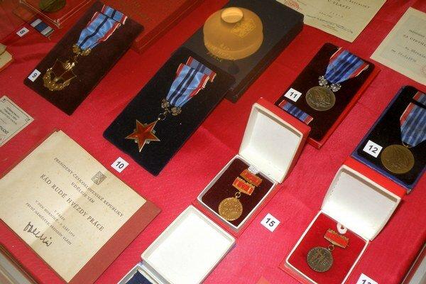 Vyznamenania sú vystavené v Hornonitrianskom múzeu.