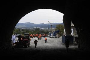Práce na tuneli budú pokračovať, cesta do Púchova bude úplne uzavretá dva dni. Ilustračné foto.