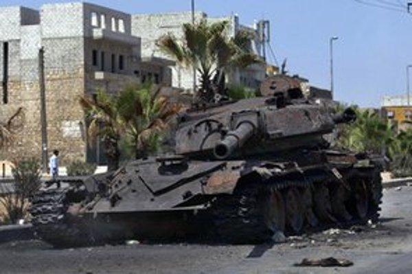 Zničený sýrsky tank v meste Aleppo.