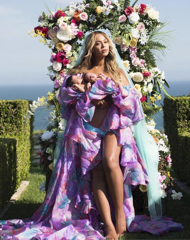 Beyoncé na popôrodnej fotografii s plochým bruchom