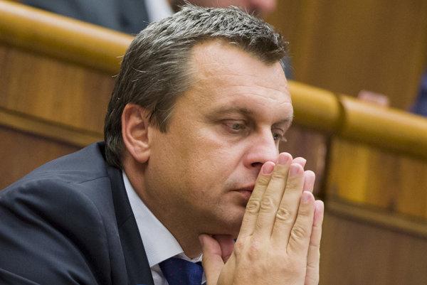 Lucia Nicholsonová z SaS povedala, že dostala utajenú kriminálnu informáciu o podozreniach z korupcie Andreja Danka z SNS.