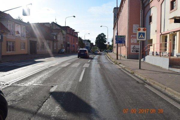 Miesto nehody. Priechod pre chodcov na Sladovníckej ulici.