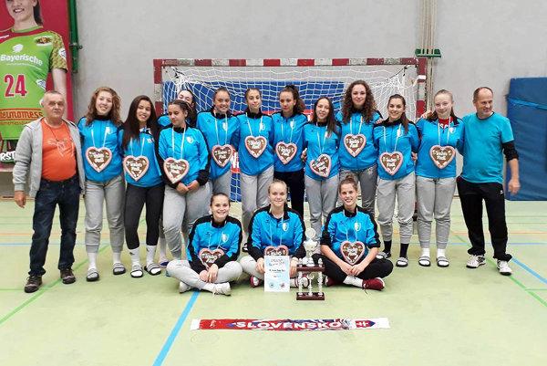 Mladšie dorastenky HK Slovan Duslo Šaľa skončili tretie na turnaji v Nemecku.