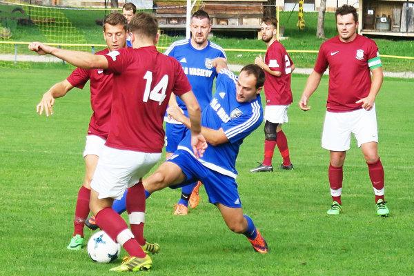 Zázrivá (v červených dresoch) pripravila nováčikovi z Vasiľova druhú prehru v súťaži.