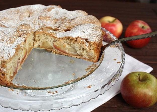 Jablkový koláč zo štyroch ingrediencií