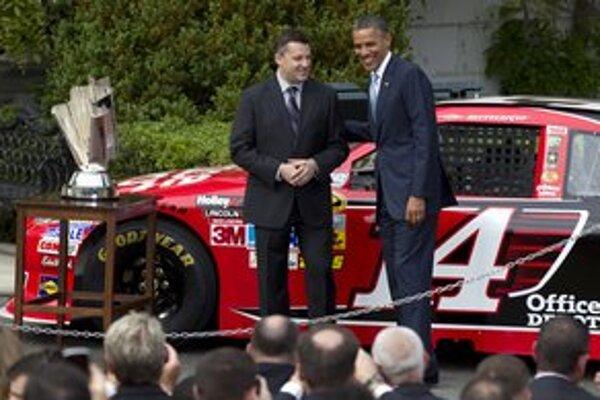 Americký prezident Obama pred voľbami hľadá vinníkov za drahý benzín. Našiel špekulantov na burzách.