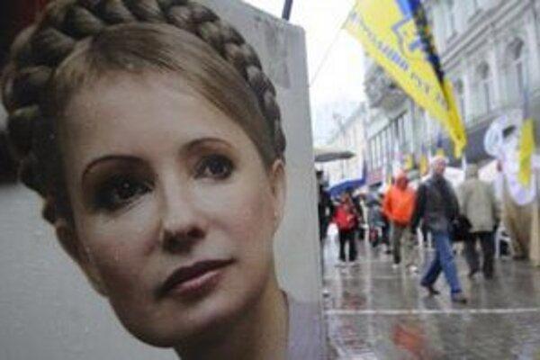 Stanový tábor na podporu bývalej ukrajinskej premiérky Julie Tymošenkovej pred súdom v Kyjeve.