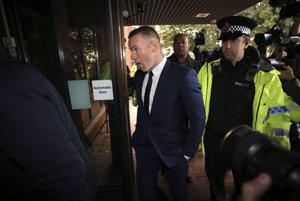 Futbalista Wayne Rooney prichádza na súd v anglickom meste Stockport v pondelok 18. septembra 2017.