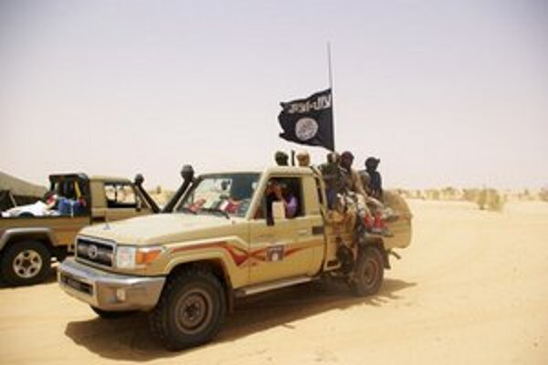 Mali má problém s povstaním Tuarégov a islamistov na severe krajiny.