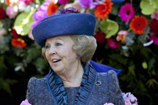 Holandská kráľovná Beatrix sa usmieva počas osláv Dňa kráľovnej.