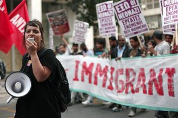 Proti plánom vlády na otvorenie nových táborov pre nelegálnych imigrantov protestovali koncom apríla stovky ľudí.