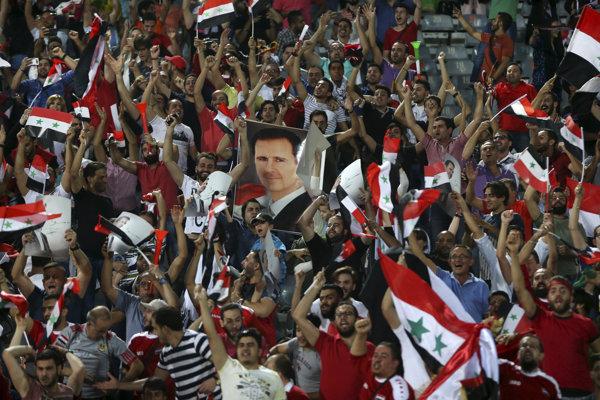 Na snímke portrét sýrskeho prezidenta Bašára Asada v hľadisku v zápase A-skupiny ázijskej kvalifikácie MS 2018 vo futbale Irán - Sýria (2:2).