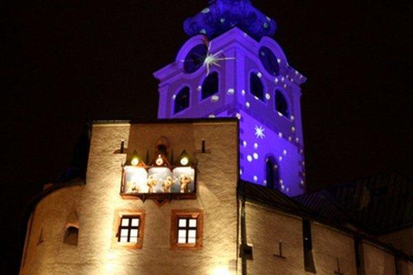 S Banskou Bystricou sa zas pohrajú svetlá a tiene.