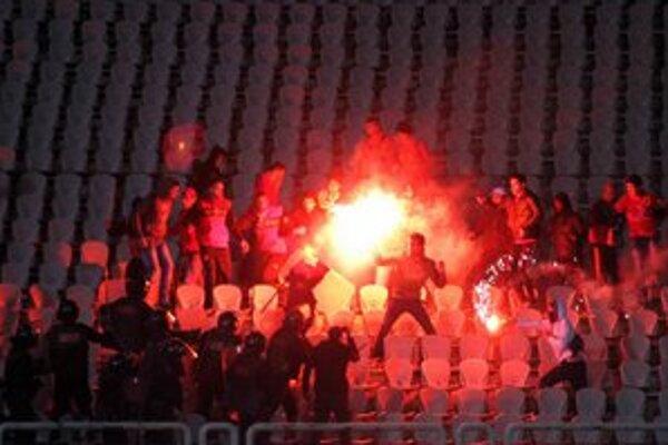 Tragédia na štadióne v Egypte pripravila o život 74 ľudí.