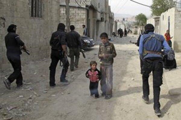 V Sýrii od začiatku konfliktu podľa OSN zahynulo minimálne 9000 ľudí.