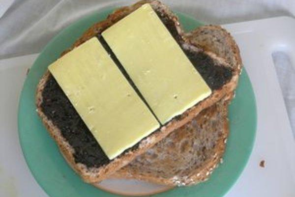 Marmite Novozélanďania jedávajú na toaste so syrom.