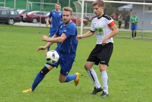 Ľuboš Borek (v modrom) bol pre Chlebnice veľmi platným hráčom.