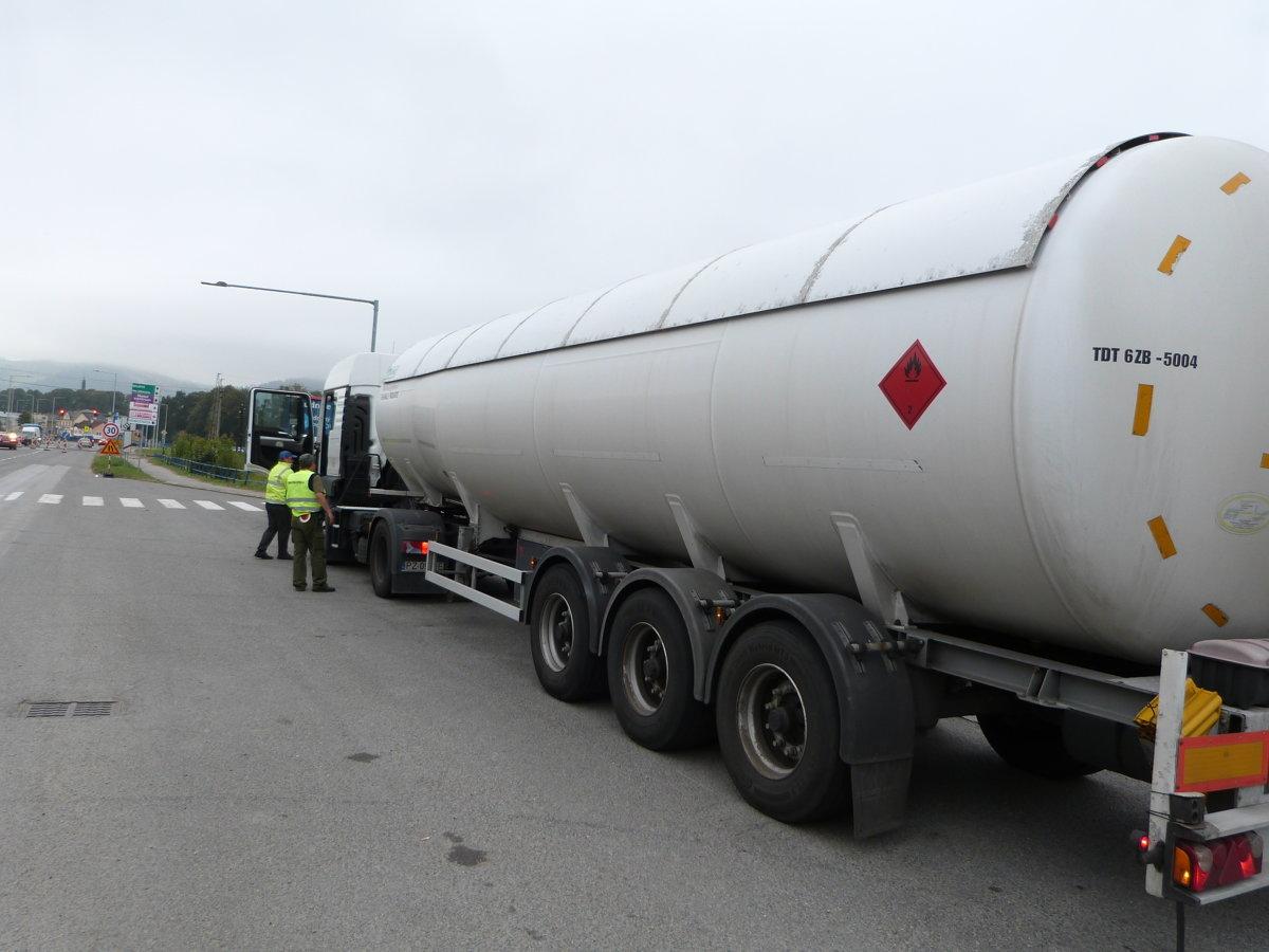2e3bdeadf5ab Pohonné látky predávali na Slovensku nelegálne - Ekonomika SME