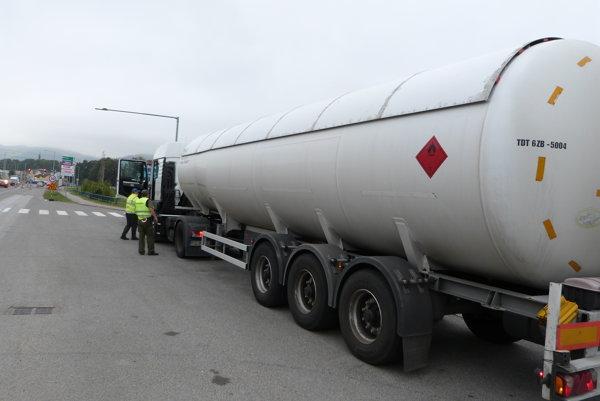 Colníci sa zamerali na pohonné hmoty. Porušenie predpisov zistili v dvoch prípadoch.
