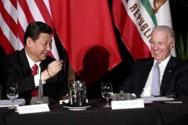 Čínsky viceprezident Si Ťin-pching a americký viceprezident Joe Biden.