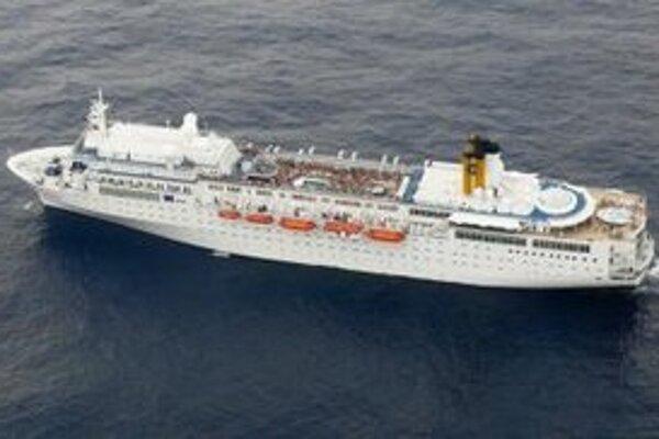 Loď Costa Allegra s viac ako tisíc pasažiermi.